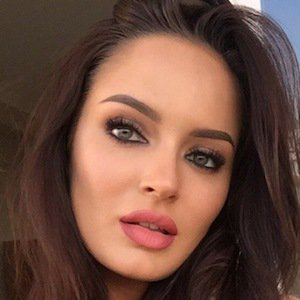 Chloe Morello is an Australian Makeup artist and beauty influencer who is best-known for uploading makeup tutorials, beauty tips, product reviews,  in her channel, Chloe Morello. At the moment, she has earned more than 2.5 million subscribers with over 254 million views as of June 2018.