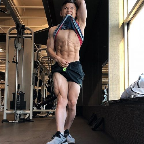 Tristyn Lee flexing his incredibly well maintained body