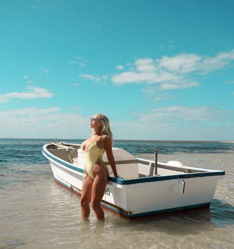 Elle Darby enjoying her vacation in beach