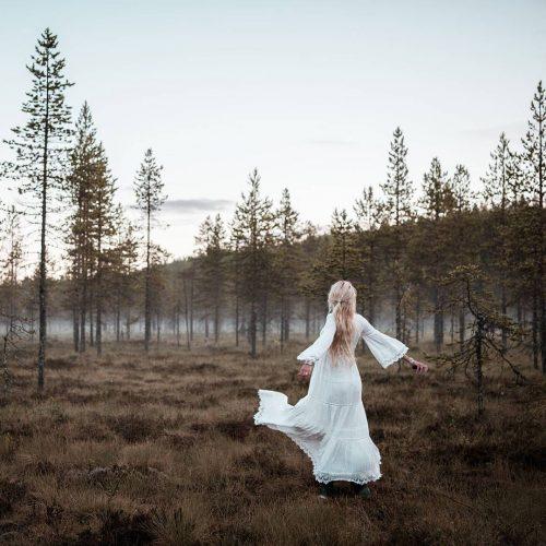 Jonna Jinton enjoying nature