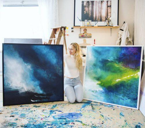 Jonna Jinton with her art