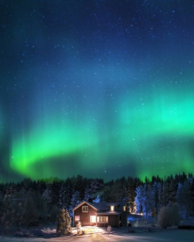 Jonna Jinton's home under the magnificient northern light