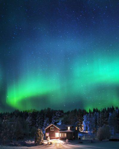Jonna Jinton's home under the magnificient northern light