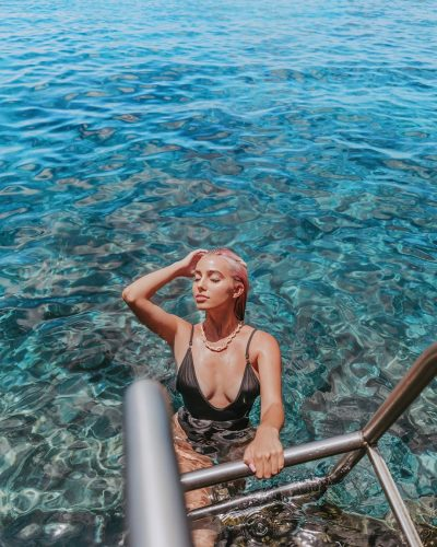 Lexi Henslerv enjoying her holiday