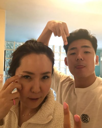Moneysigneric with his mother
