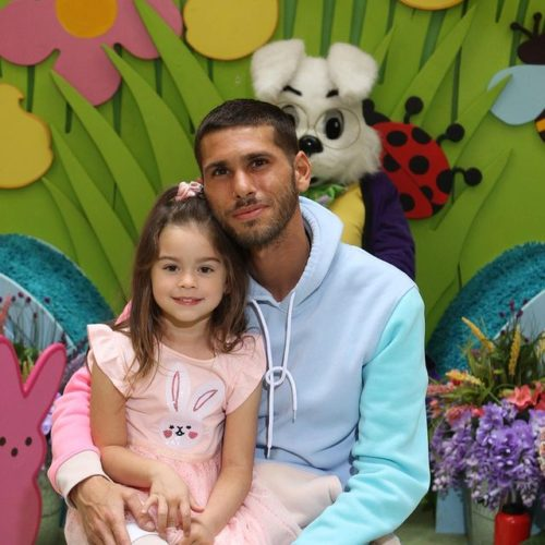 Kingzippy with his daughter