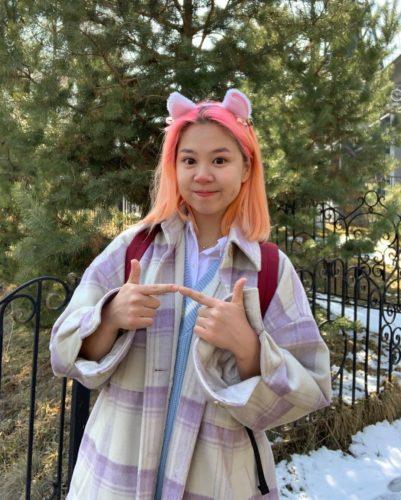 Alina Kim with her cute looks