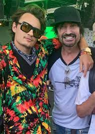 Brandon Thomas Lee with his father Tommy Lee