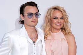Brandon Thomas Lee with his mother Pamela Anderson