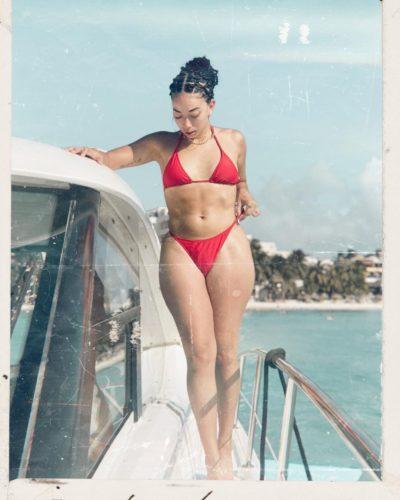 Kassandra Lee in bikini
