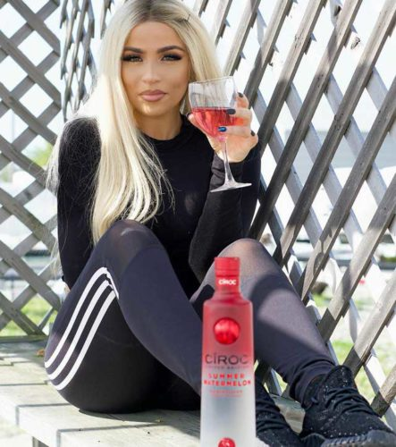 Nikki Vianna attractive