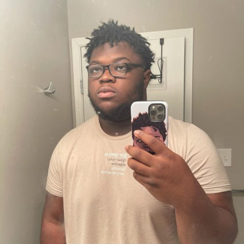 Oneya Johnson mirror selfie