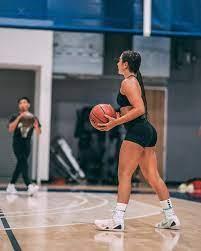 Stephania Ergemlidze playing basketball