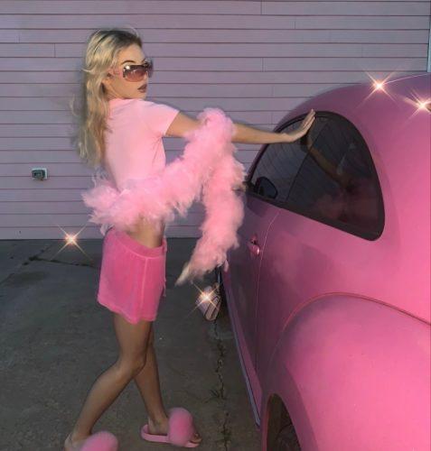 Barbie420babe posing