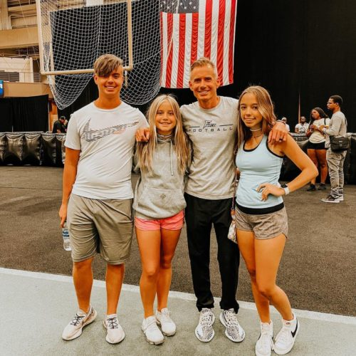 Billyvsco with his children