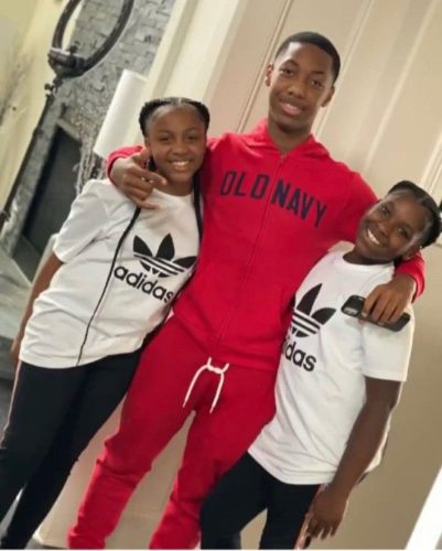 Imbadkidjay with his sisters