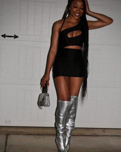Niyla attractive
